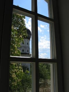 Blick auf den Schlossturm vom Bürgersaal aus